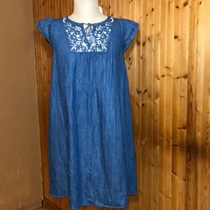 NWT Isabel Maternity Size Small Denim Floral Dress